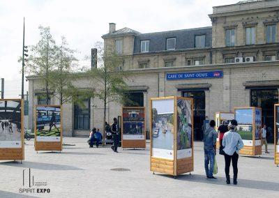 location totem pour expo en extérieur