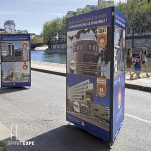 location mobilier sur pieds pour exposition en extérieur
