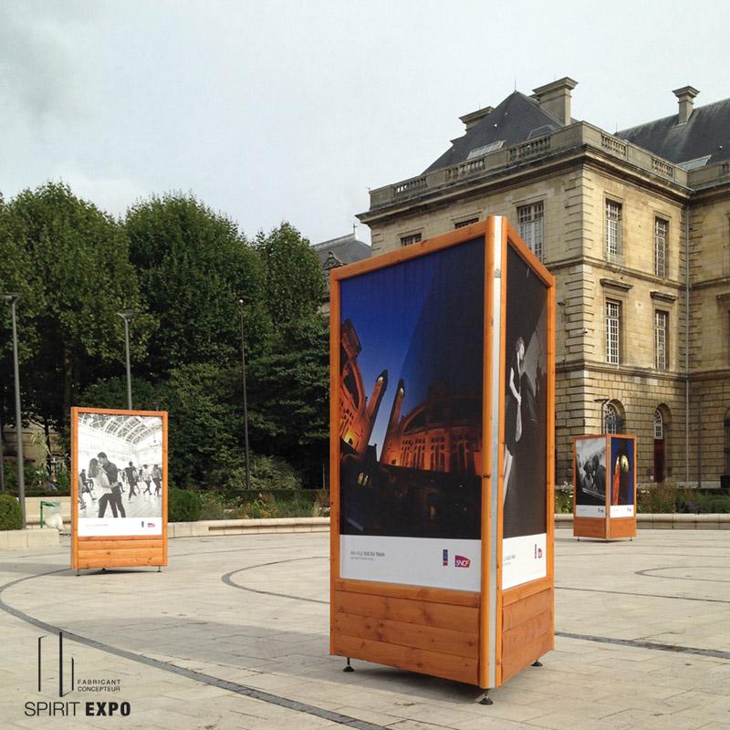 64f85e91704 Location support bois TRIO Nuance pour expo extérieur - SPIRIT EXPO