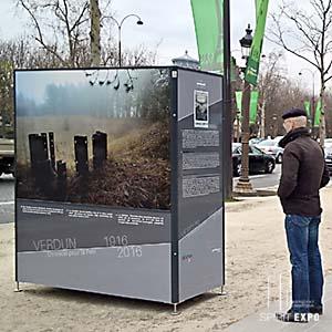 mobilier urbain pour exposition en extérieur