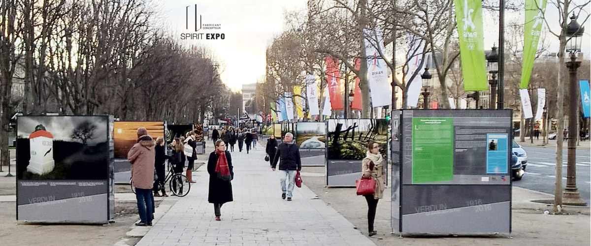 mobilier urbain support pour exposition extérieur