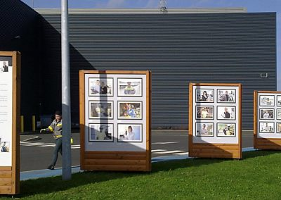 Totem bois expo photos extérieur