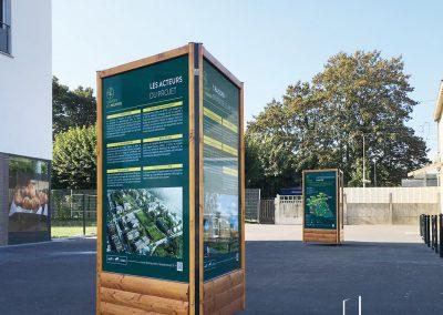 Mobilier urbain totem bois extérieur