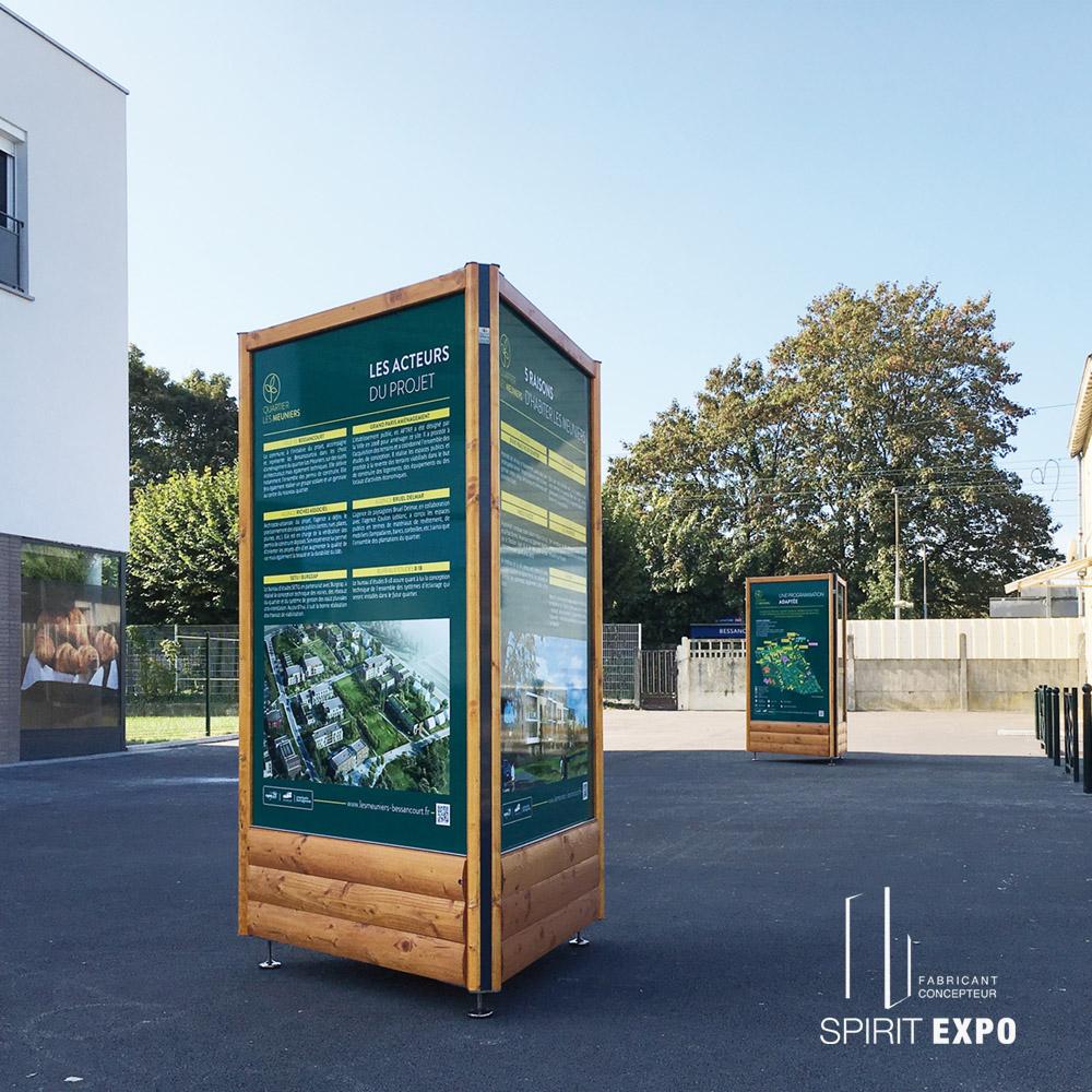 Totem bois affichage information et exposition en extérieur