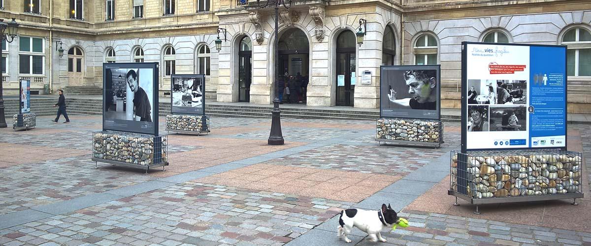 Support 2 faces duo zen sur pieds pour exposition et for Exposition paris 2017